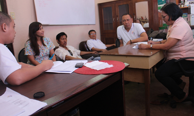 City Agriculturist Joelito Baclayon ,  RTD Joel Elumba and  Dr. Pilar Romero (3rd, fifth and rightmost, respectively) discuss the delineation of functions of Oplan Kabukiran.
